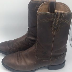 Ariat sz 8 1/2B well worn leather cowboy boots